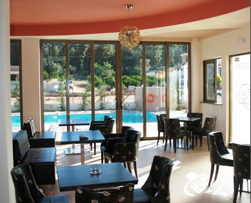 "Interior Design ""Zesi Edw"" breakfast with pool view"