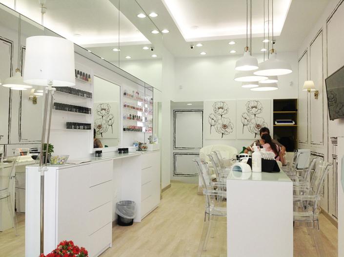 "Interior Design ""Gbeaute nails"" inside"