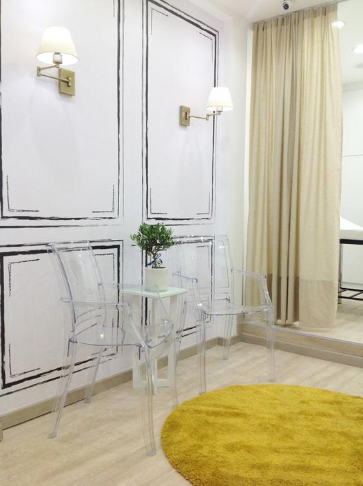 "Interior Design ""Gbeaute nails"" inside chairs corner"