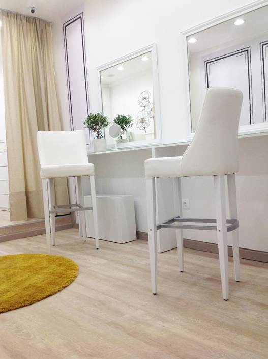 """Interior Design """"Gbeaute nails"""" inside chairs corner view"""