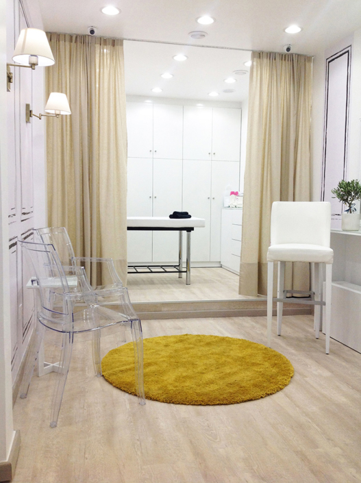 """Interior Design """"Gbeaute nails"""" inside end view"""