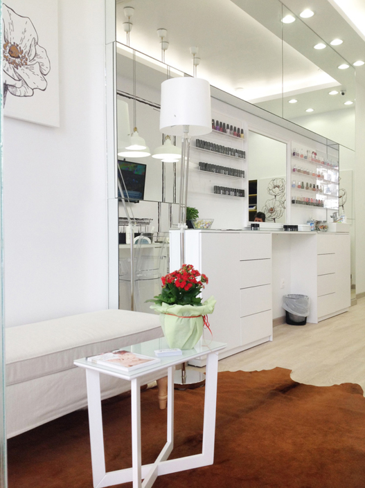 """Interior Design """"Gbeaute nails"""" inside right side"""